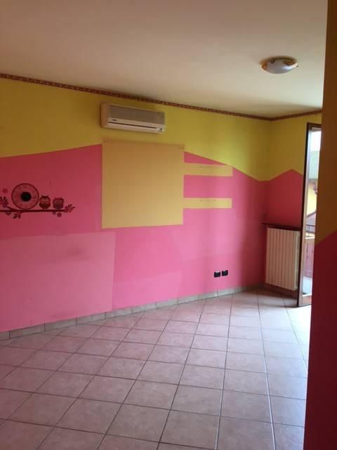 Appartamento in buone condizioni in vendita Rif. 8139343