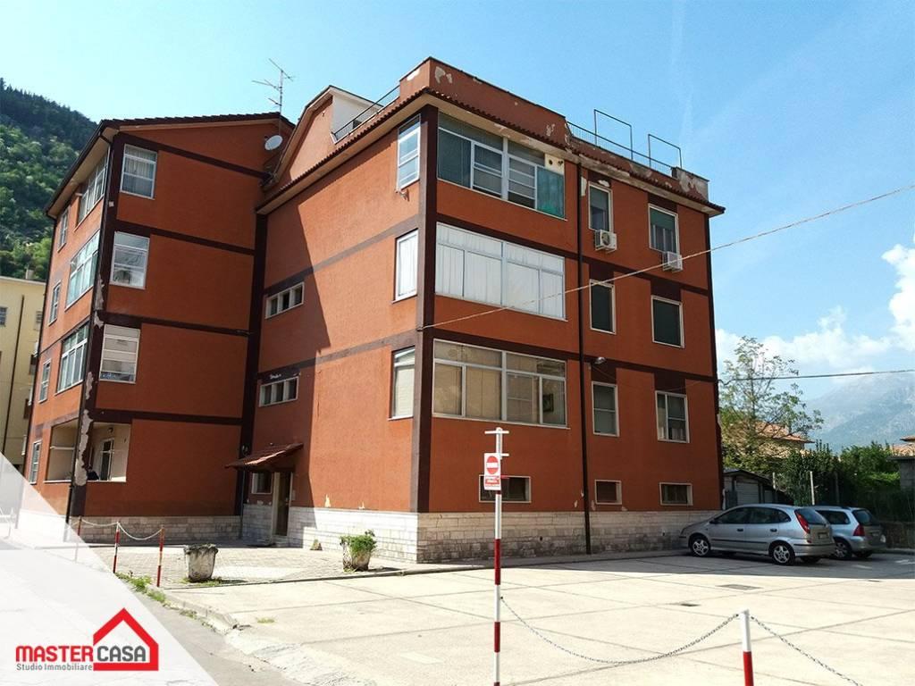 Appartamento in buone condizioni in vendita Rif. 8579571