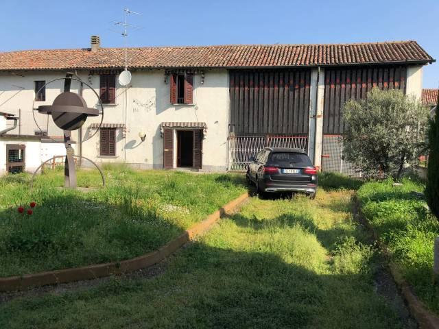 Appartamento in buone condizioni in vendita Rif. 6098739
