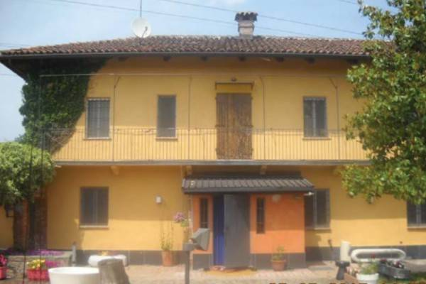 Rustico / Casale in vendita a Villastellone, 9 locali, prezzo € 145.000 | CambioCasa.it
