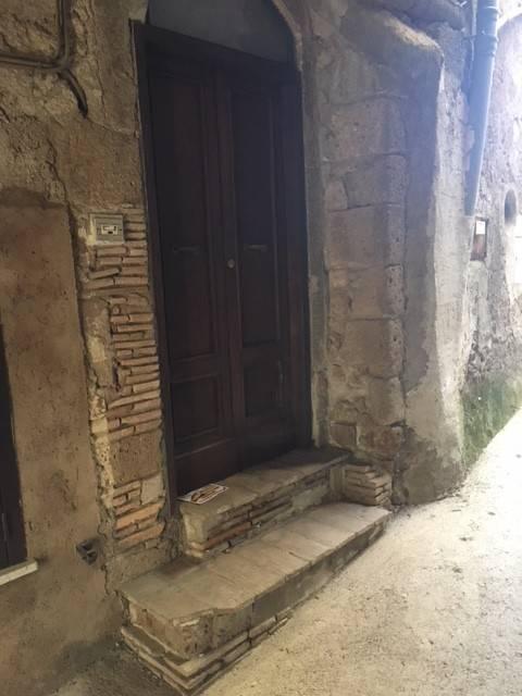Appartamento in buone condizioni parzialmente arredato in affitto Rif. 8898012