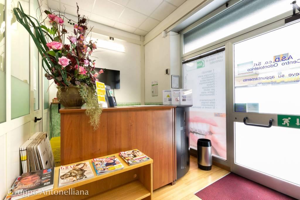 Immagine immobiliare A Torino nel cuore del quartiere Parella in Via Carlo Capelli angolo Via Nicomede Bianchi, in una palazzina moderna proponiamo in vendita due locali commerciali vicini di 51 m² e 58 m² ,per un totale di 109 m², commerciali...