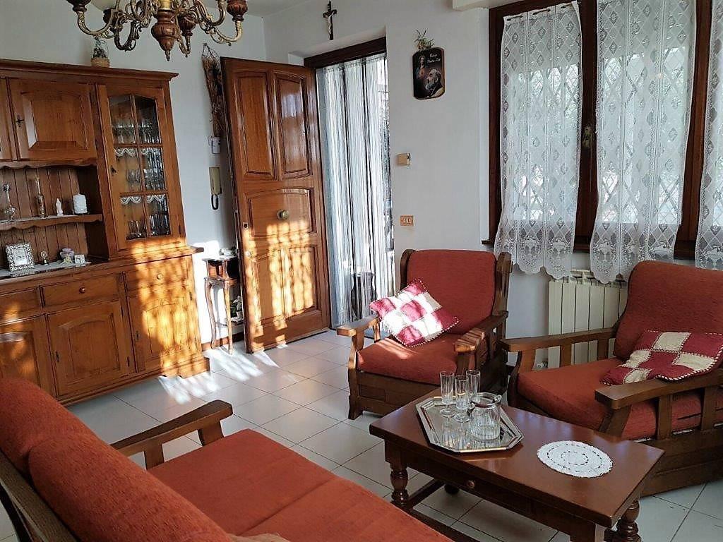 Appartamento in vendita a Camaiore, 3 locali, prezzo € 260.000 | CambioCasa.it