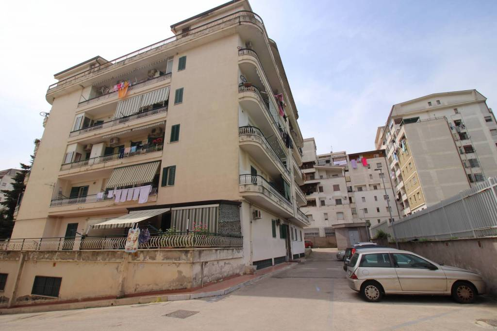 Appartamento in ottime condizioni parzialmente arredato in vendita Rif. 7844444