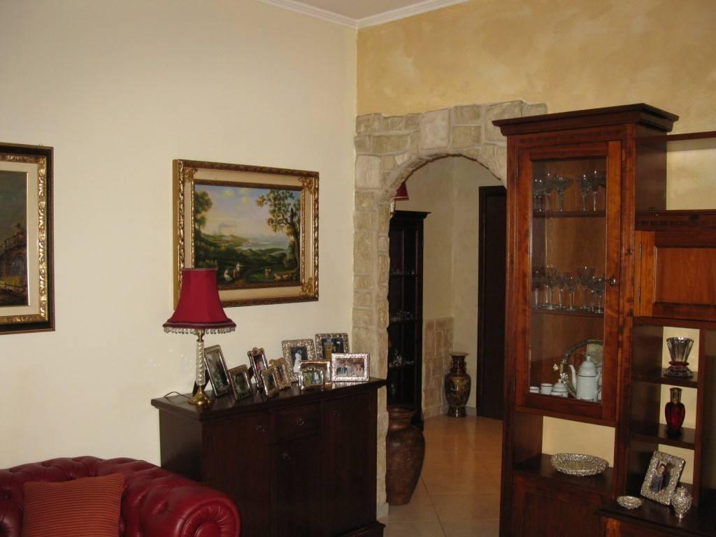 Appartamento in Vendita a Garbagnate Milanese: 5 locali, 180 mq