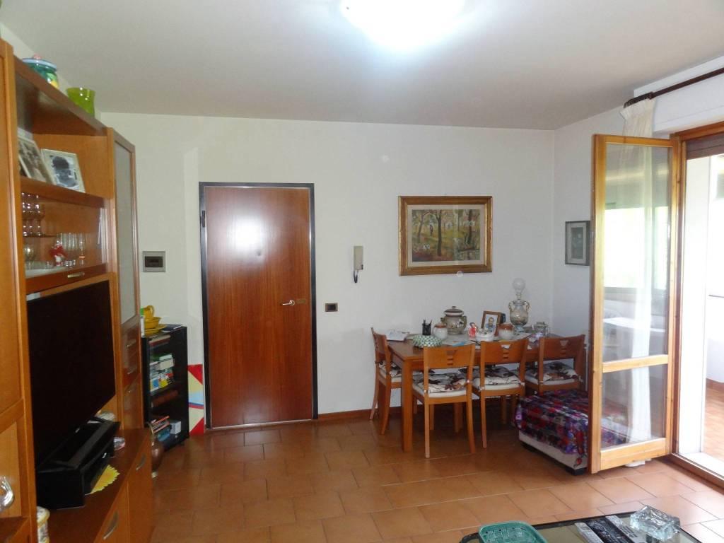 Appartamento in buone condizioni in vendita Rif. 9152808