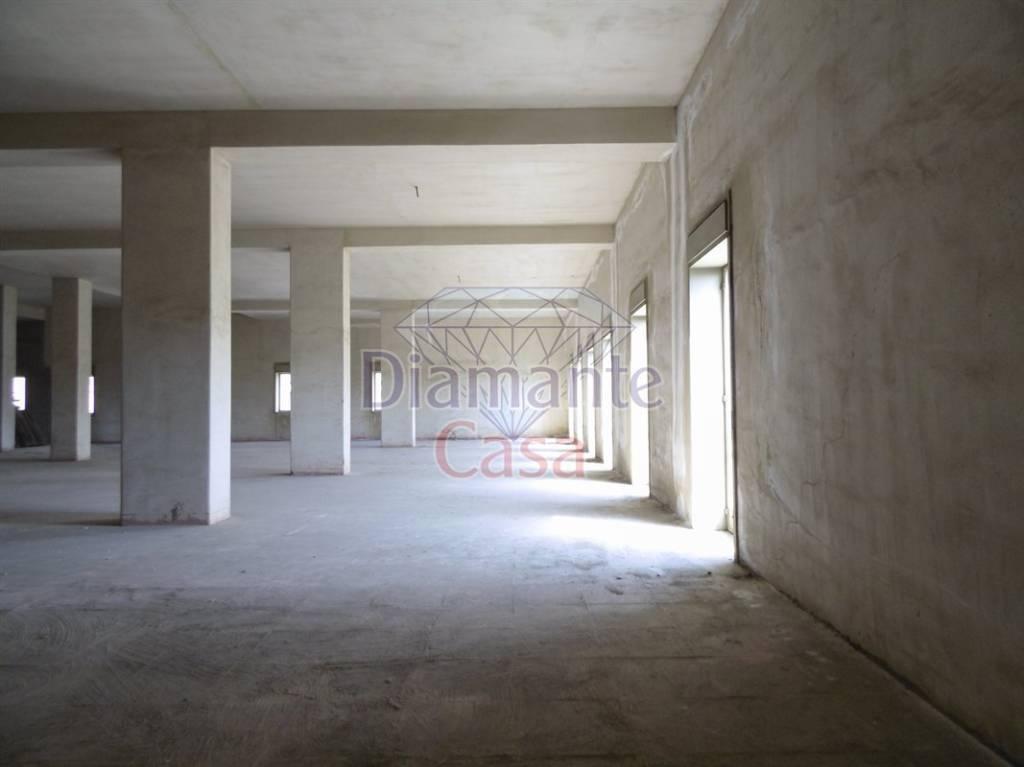 Magazzino in Vendita a Gravina Di Catania Centro:  1 locali, 900 mq  - Foto 1