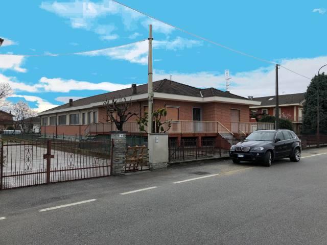 Capannone in vendita a Cavour, 6 locali, prezzo € 350.000 | CambioCasa.it