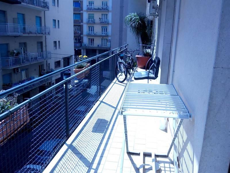 Appartamento in buone condizioni in affitto Rif. 9381257