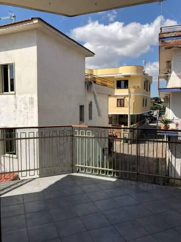 Fittasi ampio appartamento con terrazzino