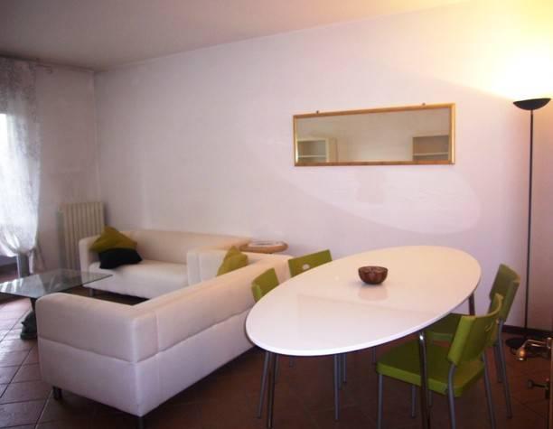 Appartamento in buone condizioni arredato in affitto Rif. 8464194