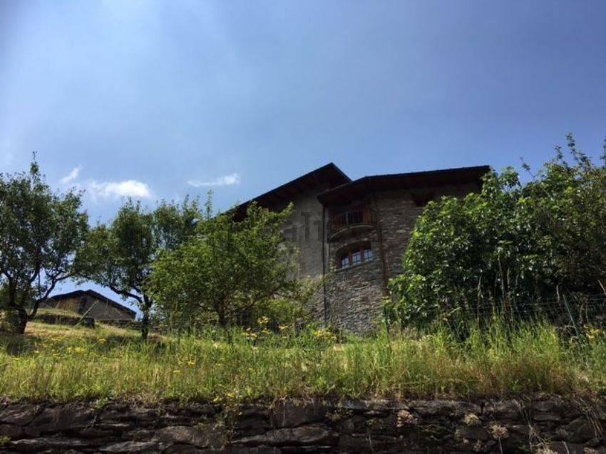 ampio e bel caseggiato in pietra
