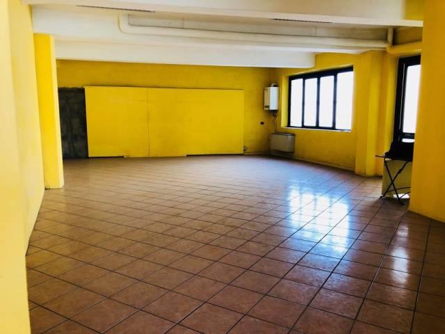 Negozio / Locale in affitto a San Vittore Olona, 1 locali, prezzo € 1.500 | CambioCasa.it