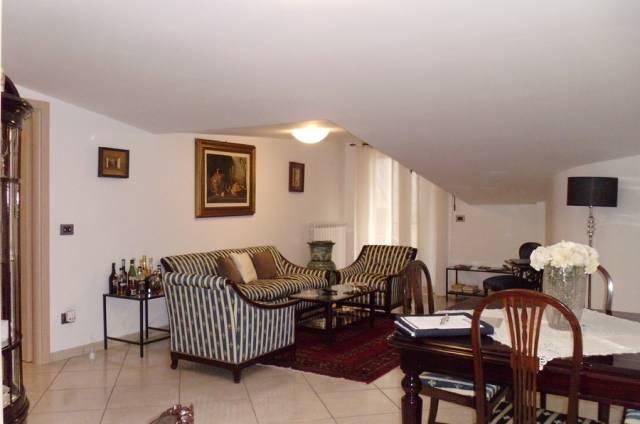 Appartamento in buone condizioni arredato in affitto Rif. 6310966