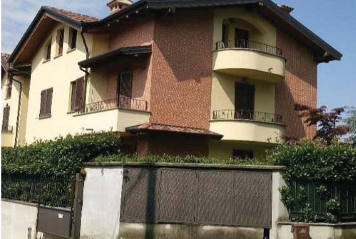 Appartamento in buone condizioni in vendita Rif. 8627693