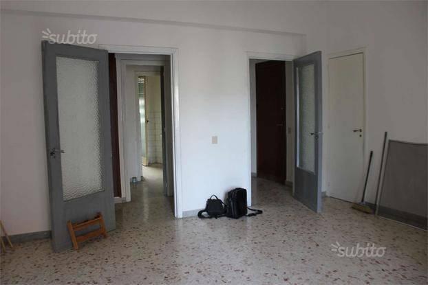Appartamento in buone condizioni in affitto Rif. 8204693