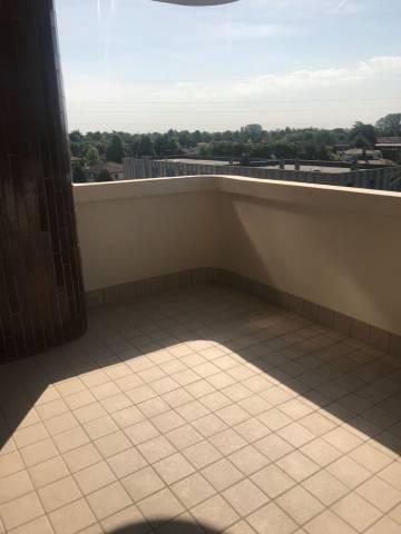 Appartamento in buone condizioni in affitto Rif. 6332156