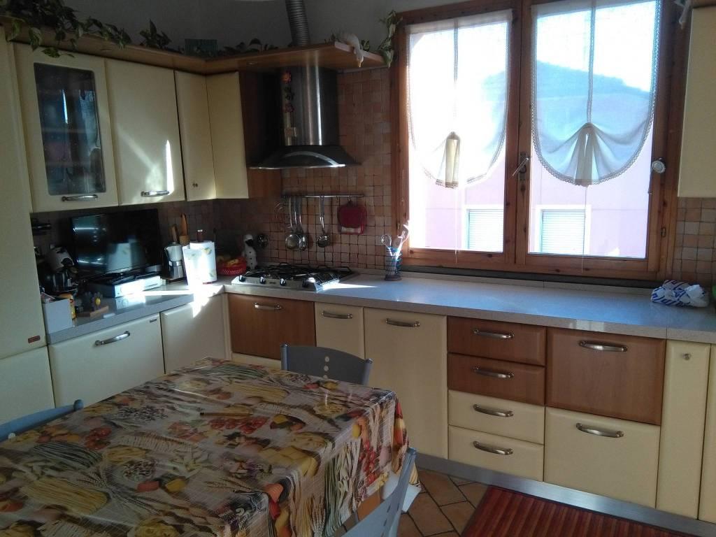 Appartamento in ottime condizioni in vendita Rif. 8851218