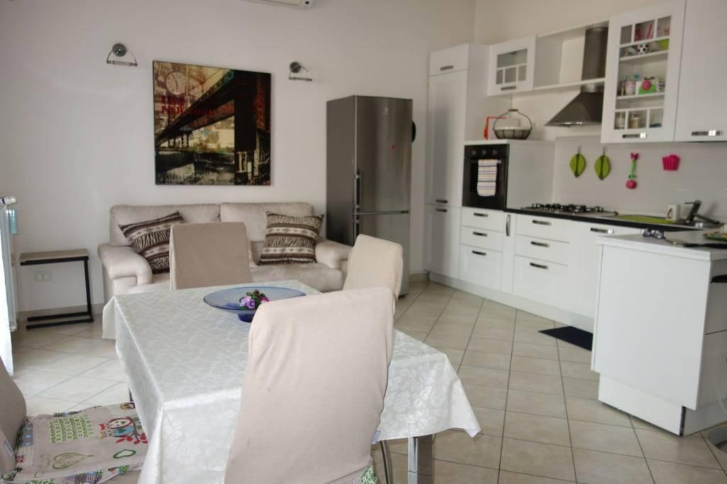 Appartamento in Vendita a Arese: 3 locali, 70 mq