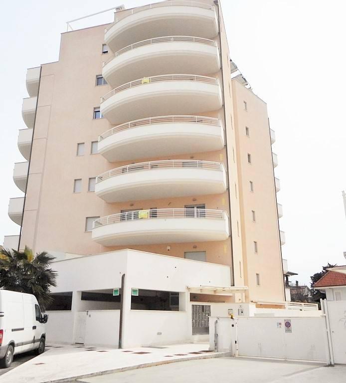 In vendita a Porto d'Ascoli trilocale a 100 metri dal mare