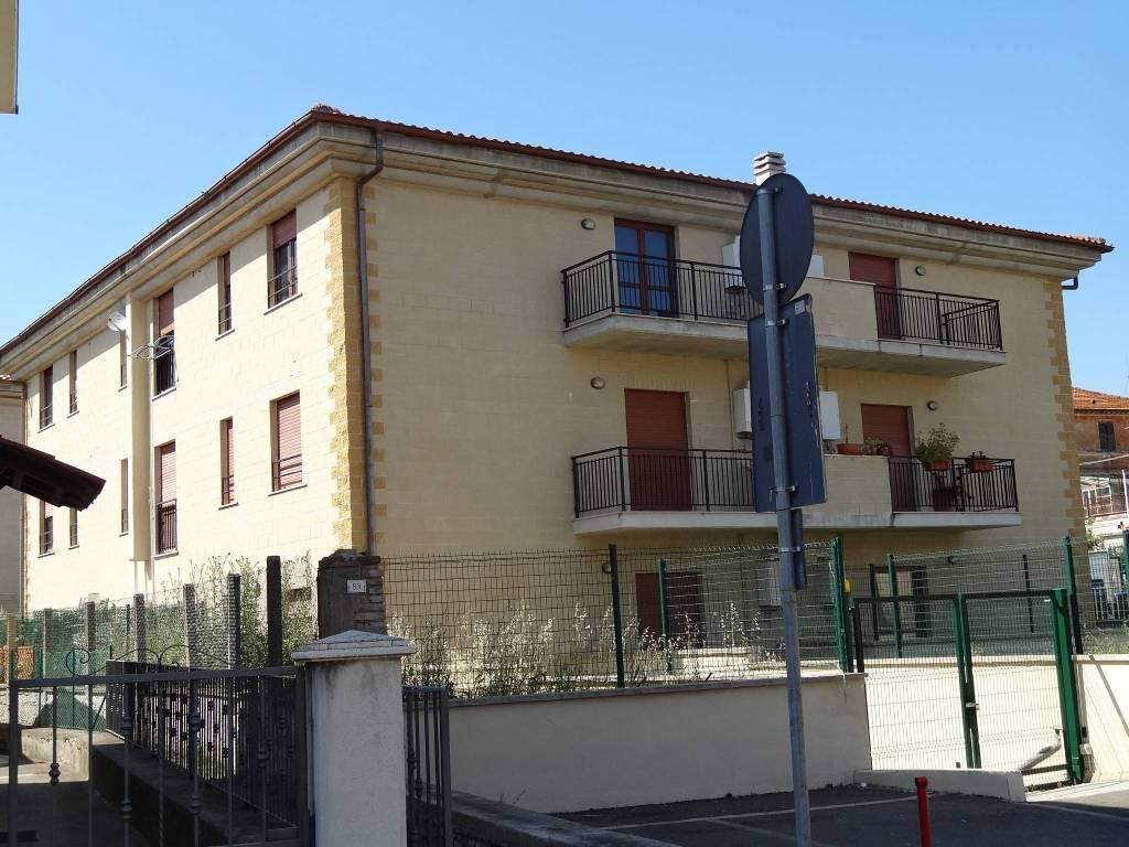 Appartamento in buone condizioni in vendita Rif. 8689630