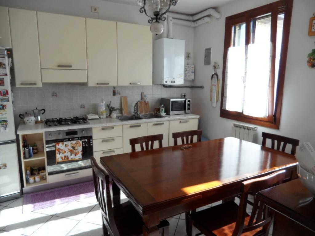 Appartamento in ottime condizioni in vendita Rif. 6343336