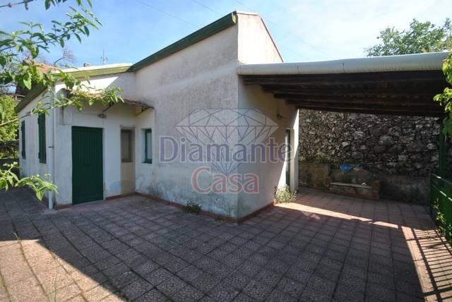 Villa in Vendita a Trecastagni Periferia: 2 locali, 1040 mq