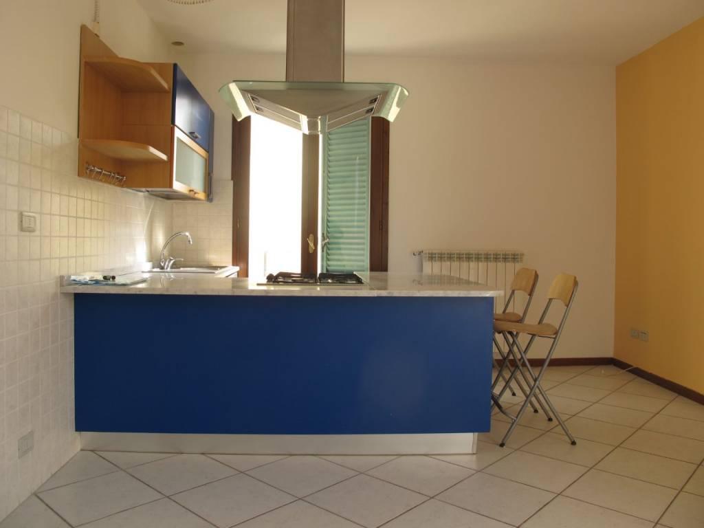 Appartamento parzialmente arredato in affitto Rif. 8151888