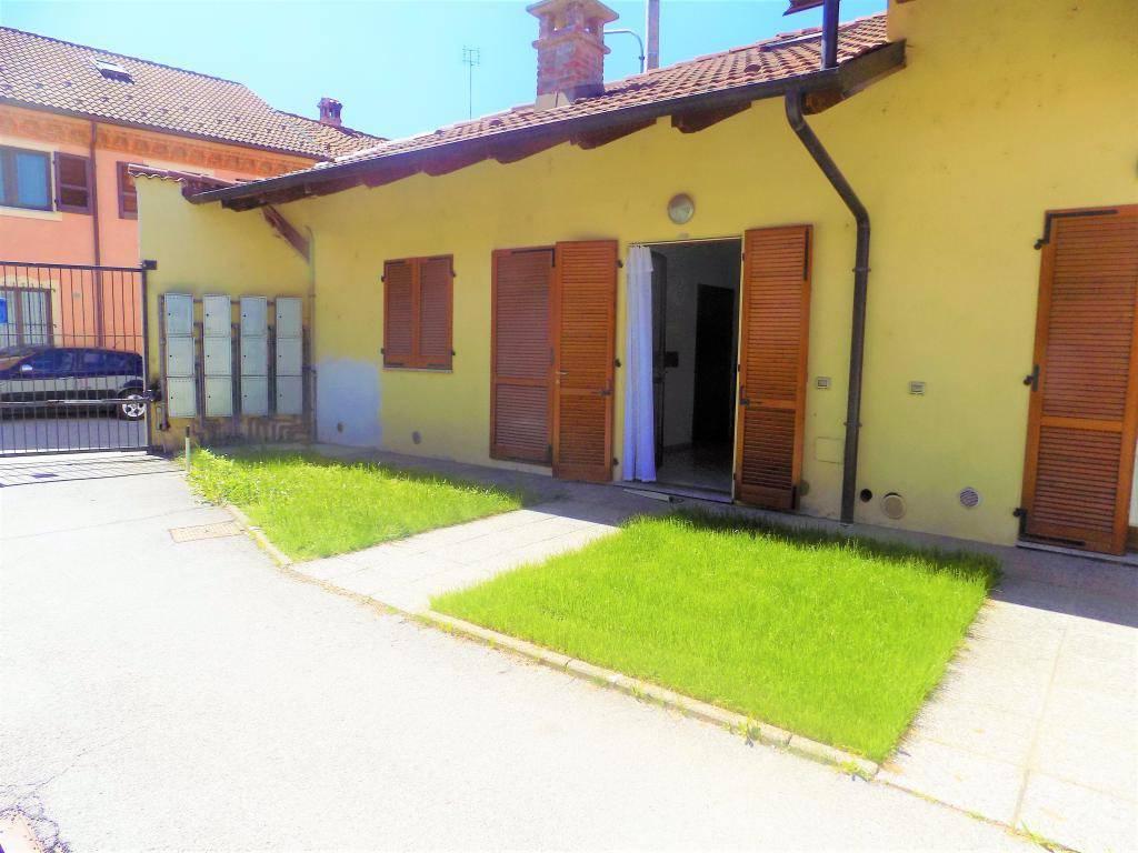 Appartamento in ottime condizioni arredato in affitto Rif. 6374797