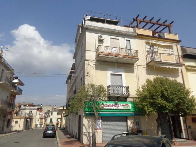Appartamento in vendita a Gioiosa Ionica, 6 locali, prezzo € 58.000 | CambioCasa.it