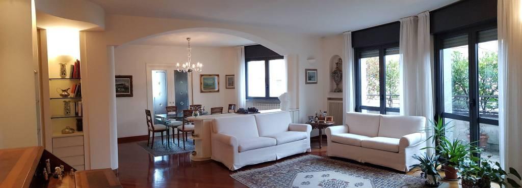 Appartamento in vendita a Busto Arsizio, 5 locali, Trattative riservate | CambioCasa.it