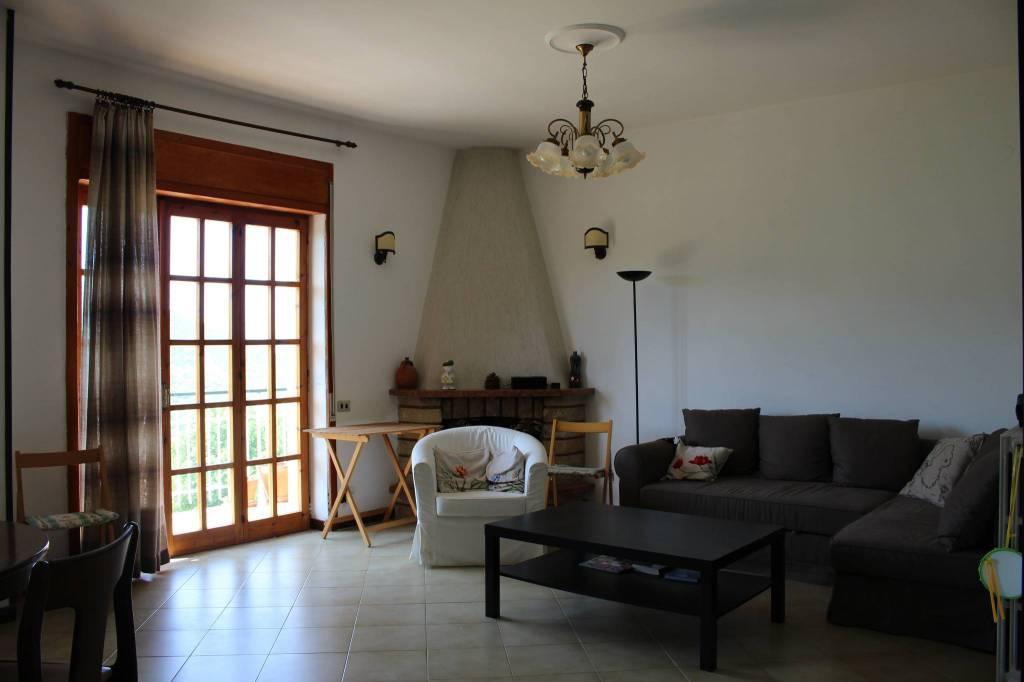 Appartamento in buone condizioni parzialmente arredato in vendita Rif. 8327496