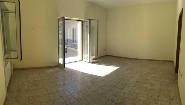 Appartamento in buone condizioni in affitto Rif. 6916279