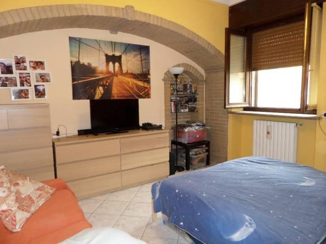 Appartamento in ottime condizioni parzialmente arredato in affitto Rif. 6388590
