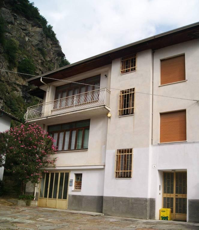 Foto 1 di Casa indipendente vicolo Fonte Cappellino, Tavagnasco