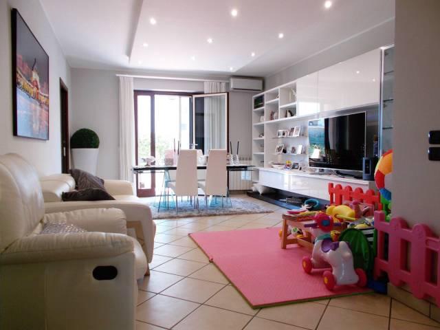 Appartamento in ottime condizioni in vendita Rif. 6388170