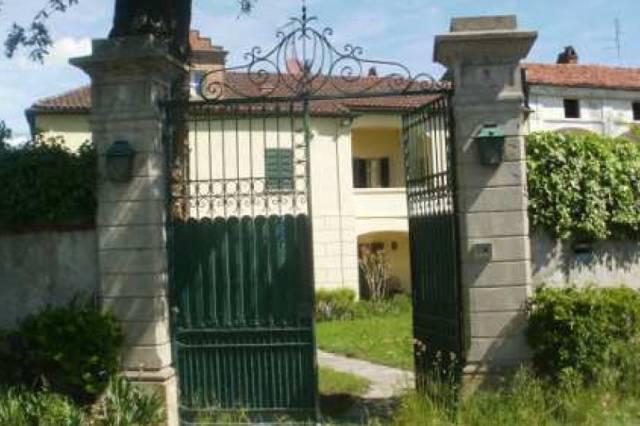 Villa in vendita a Ivrea, 6 locali, prezzo € 280.000 | Cambio Casa.it
