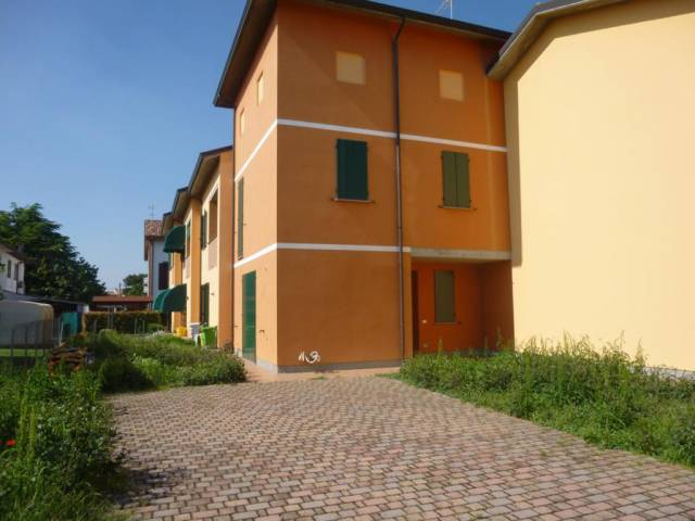 Villetta di recente costruzione con ampio giardino