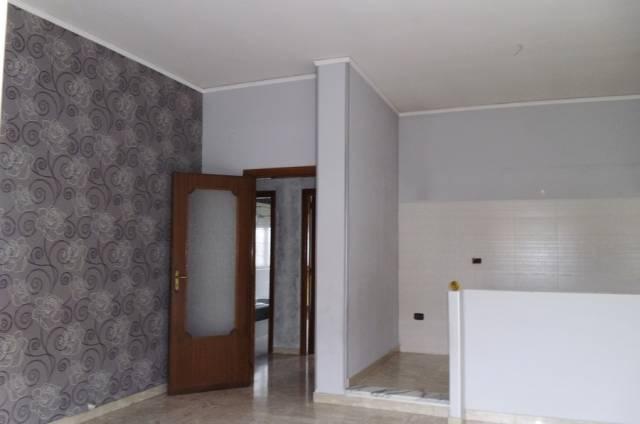 Appartamento in buone condizioni in affitto Rif. 4239645