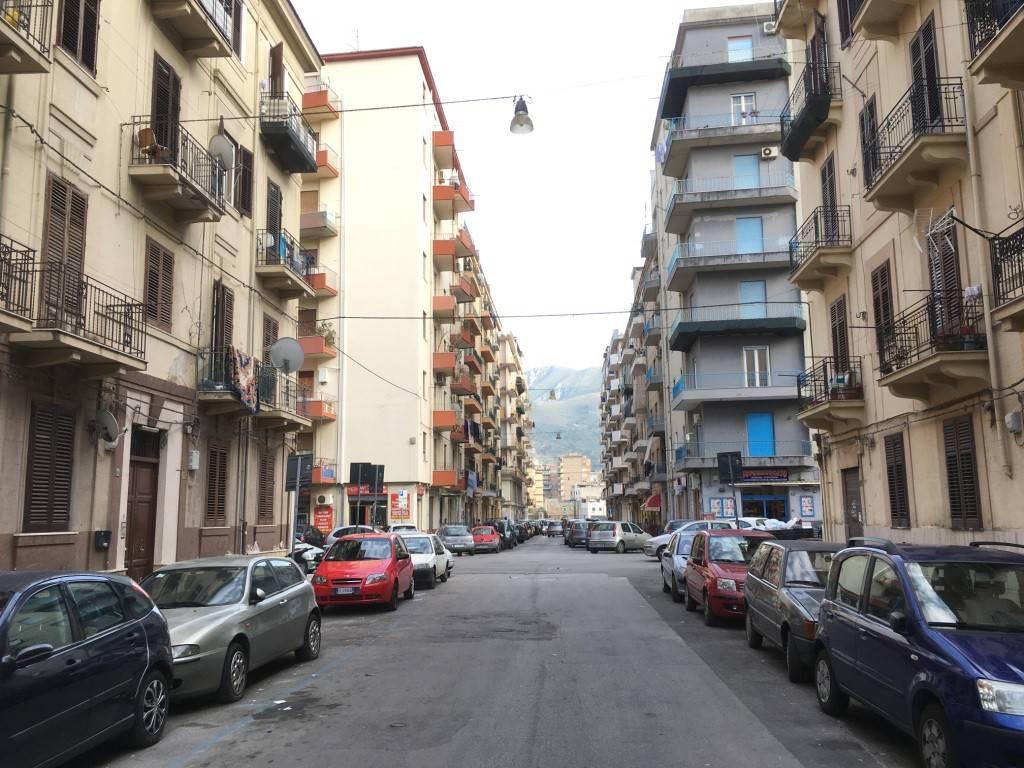 Appartamento in Affitto a Palermo Semicentro: 4 locali, 100 mq