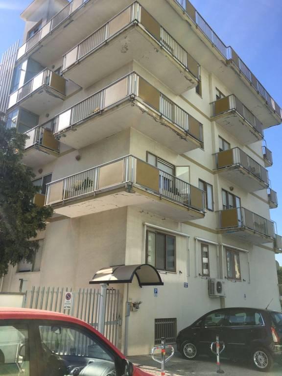 Appartamento in vendita a Pescara, 6 locali, prezzo € 220.000 | PortaleAgenzieImmobiliari.it
