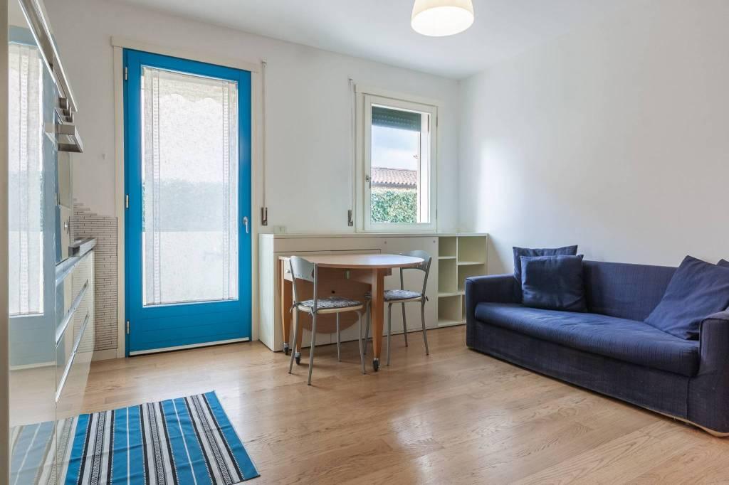 Appartamento in buone condizioni arredato in vendita Rif. 6404763