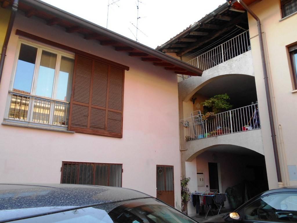 Appartamento in buone condizioni in vendita Rif. 6407434