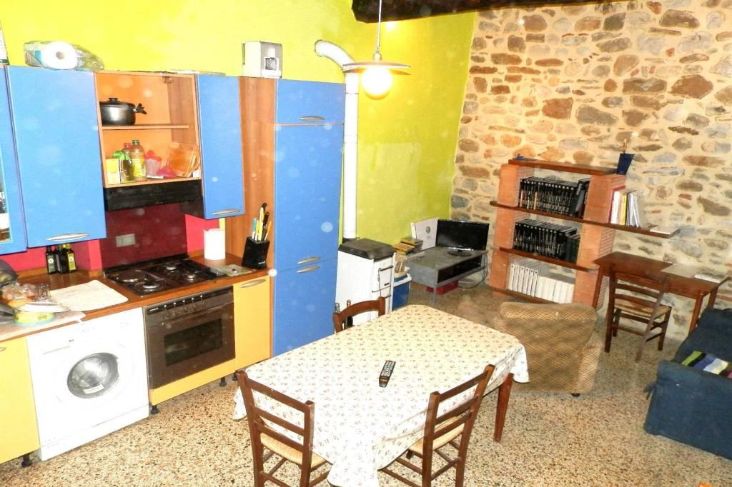 Appartamento in ottime condizioni arredato in vendita Rif. 6402519