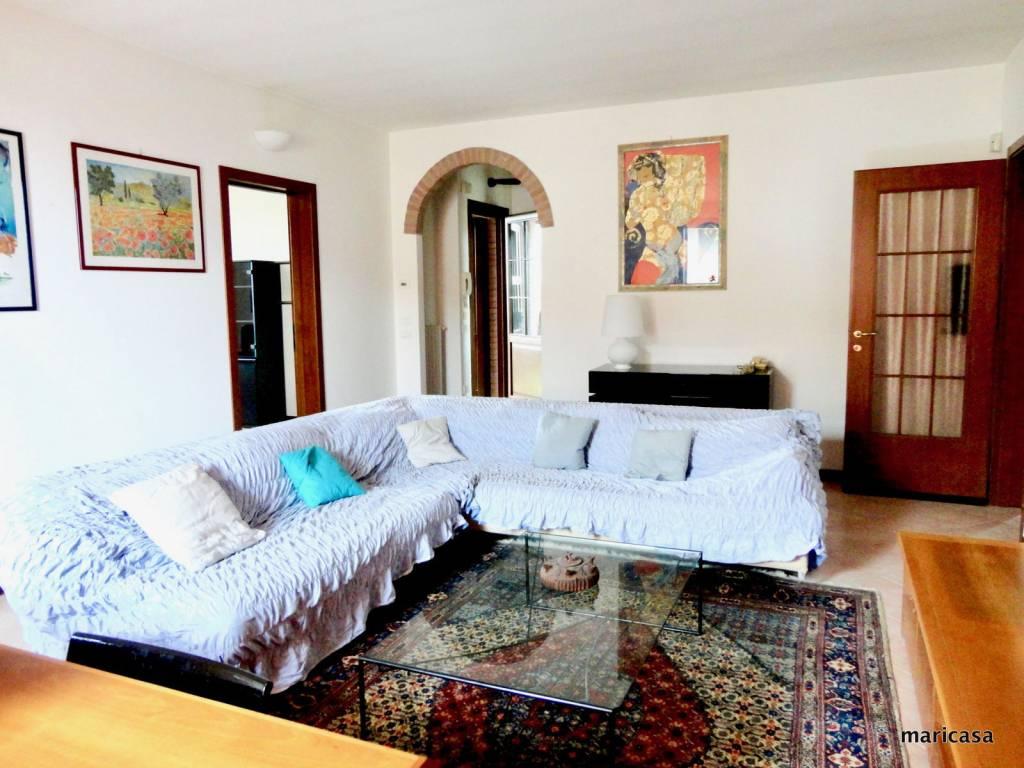 Appartamento in ottime condizioni parzialmente arredato in vendita Rif. 6068721