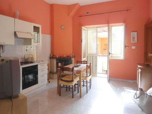 Appartamento in buone condizioni arredato in affitto Rif. 6402255