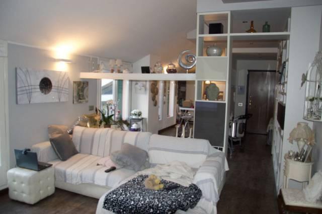 Appartamento in ottime condizioni parzialmente arredato in vendita Rif. 6402249