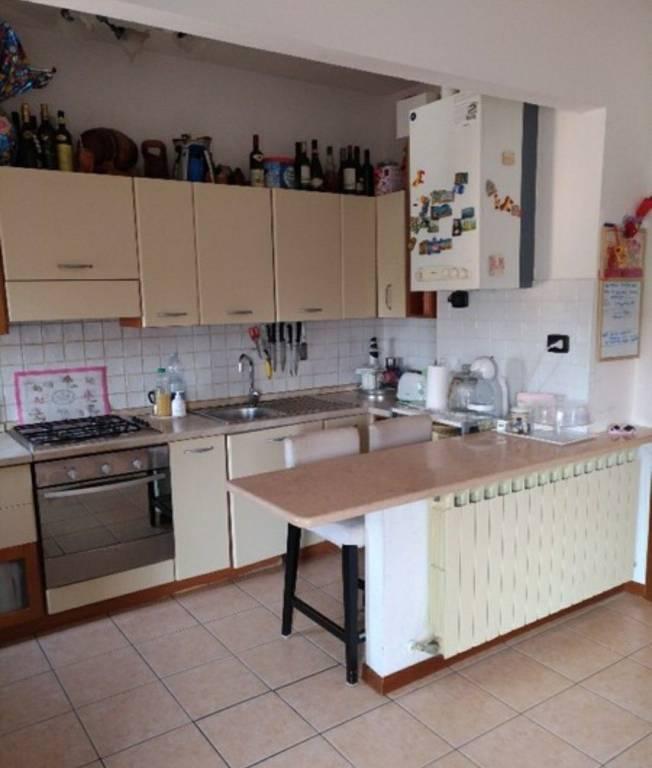 Appartamento in buone condizioni in vendita Rif. 6402416