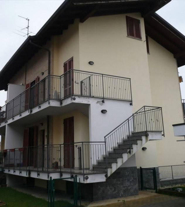 Appartamento in buone condizioni in vendita Rif. 8640454
