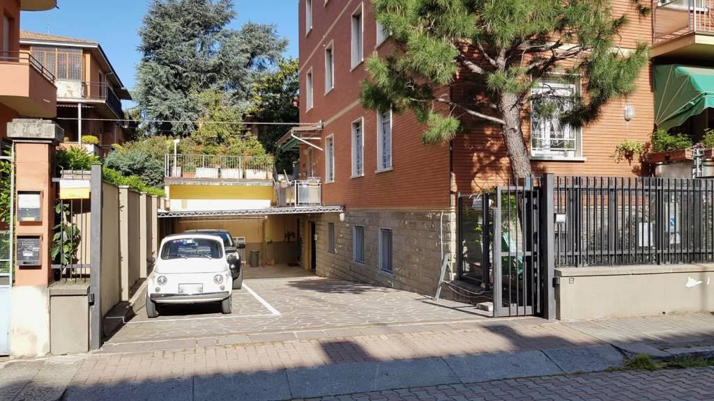 Magazzino in affitto a Bologna, 2 locali, zona Zona: 15 . Saffi, prezzo € 560   CambioCasa.it